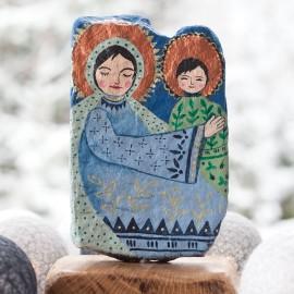 Maryjka etniczna malowana na kamieniu